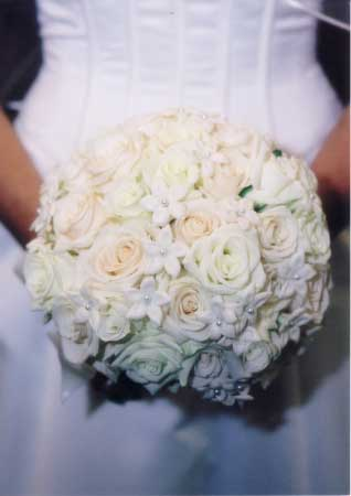 Working with the florist to create the perfect wedding bouquet